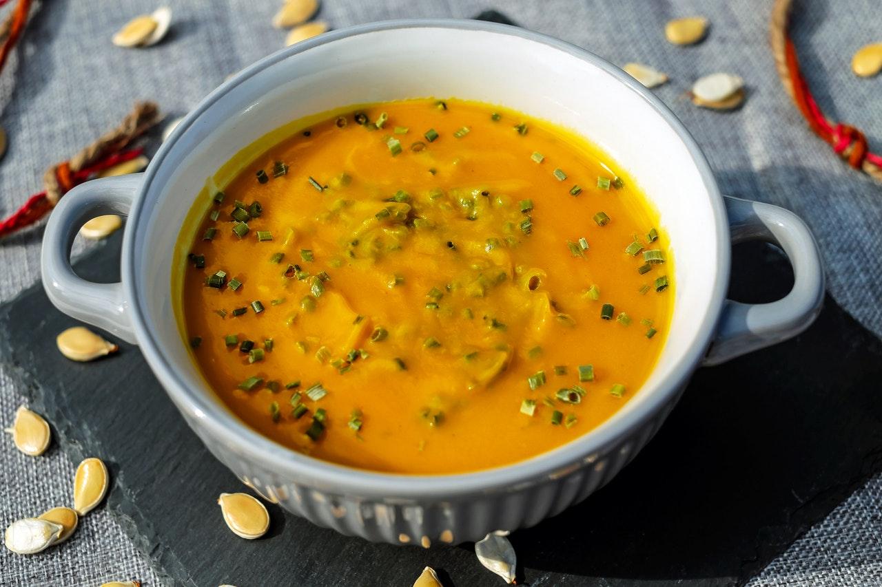 Wegańska zupa dahl – pyszna i niezwykle sycąca