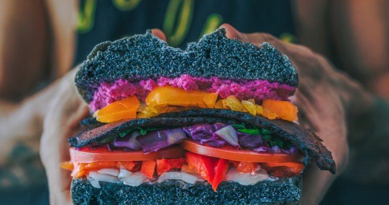 Jak dostarczyć odpowiednią ilość białka w diecie wegańskiej?